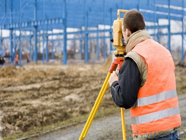 UAE experienced civil land surveyor with UAE driver's license