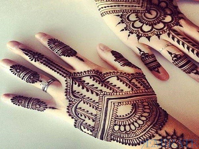 Henna Designer is available for events in Sharjah and UAE